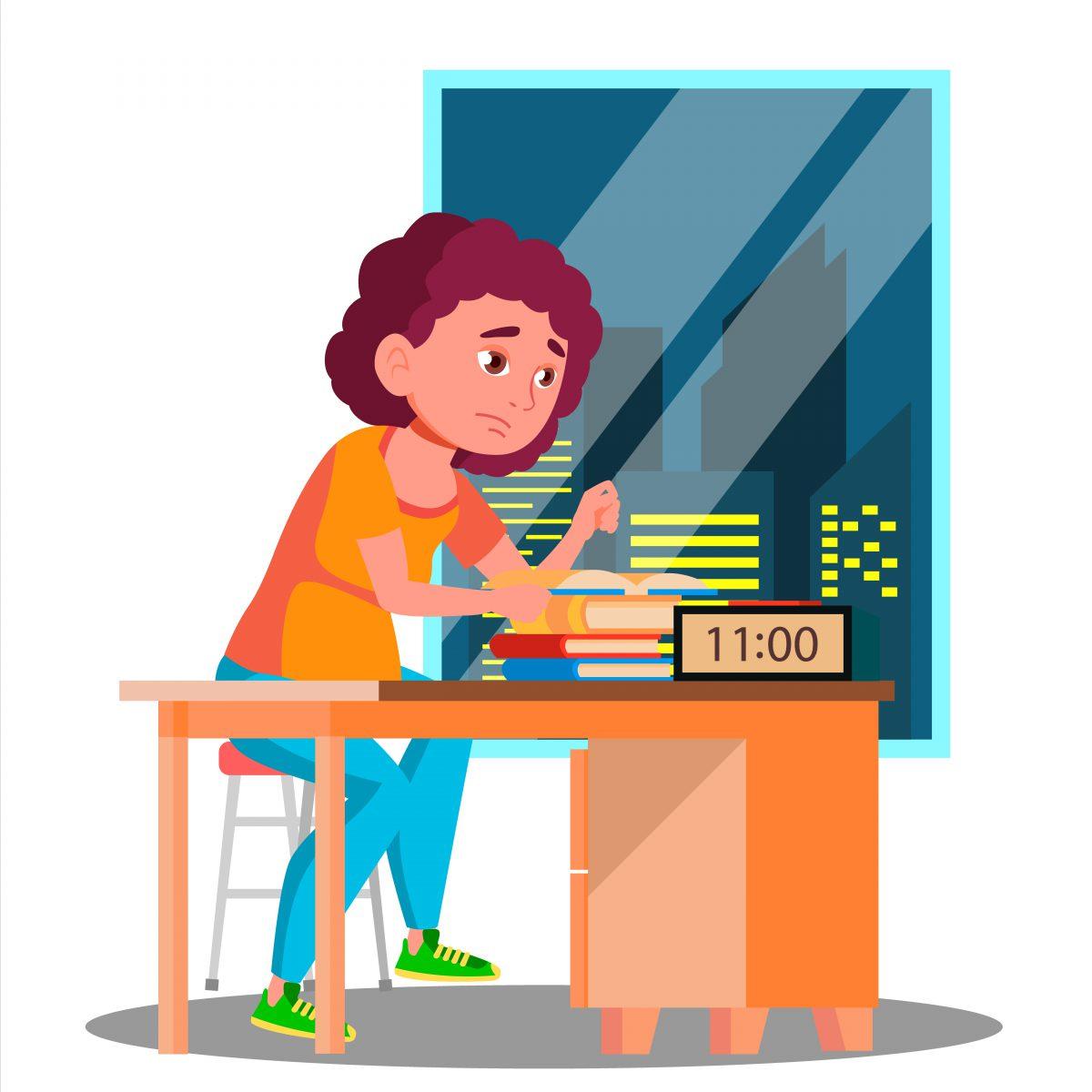 Garota sentada em sua mesa de estudos com vários livros sobre a mesa e cara triste e aparentando cansada. Há, também, um relógio indicando que são 11 horas da noite.
